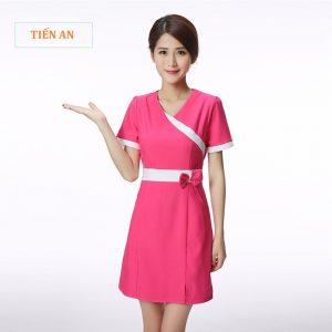 Mẫu váy spa đẹp màu hồng phối trắng